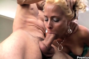blond cougar payton leigh warming up her muff to