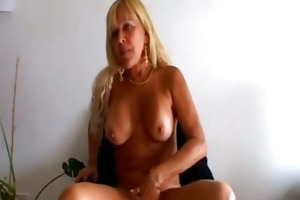 hot blond d like to fuck acquires sexy solo act