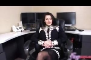 mother i acquires facial at job interview