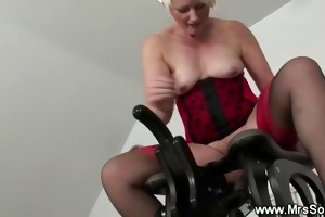 aged lady inserted by fucking machine
