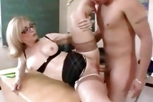 mother i teacher in glasses acquires a classroom