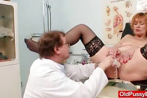 redhead gran fur pie gaping at gyno clinic