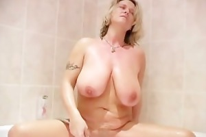 large jiggy whoppers d like to fuck showering