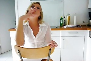janis smokin hot in kitchen
