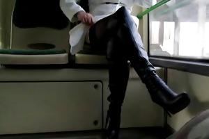 stockings und stiefel im bus