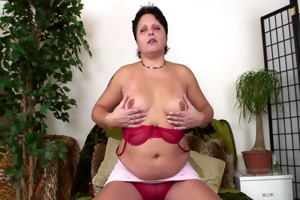pleasingly plump beauty likes getting laid