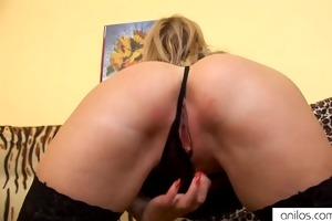 cougar dildos her sexy bawdy cleft