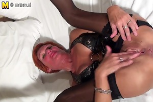 squirting red mother toying her slit with banana